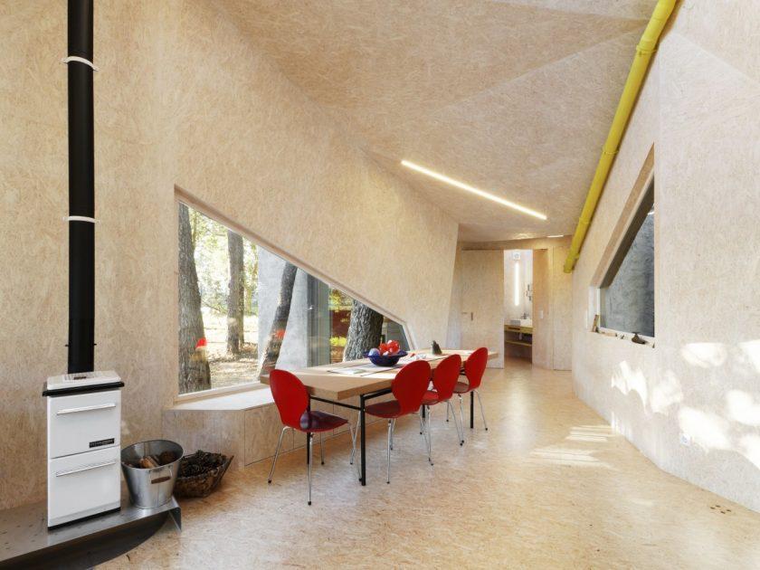 """Proyecto """"La Casa Crisálidad"""" del estudio Mauro Lomba. Interior. Fotografía de Adrián Capelo."""