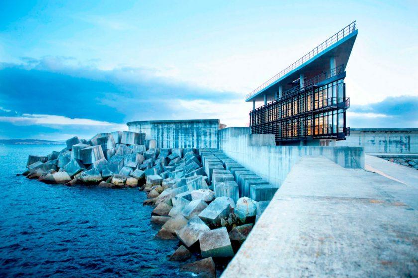 Edificio de Control CCS del Puerto Exterior de Ferrol. Premio Leaf Awards 2011 al mejor edificio público, junto con el Museo del Surf de Steven Holl. Cedida por Diaz&Diaz Arquitectos.