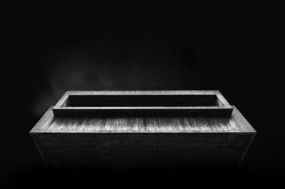 """""""Mirador"""" (Overlook), por Jonathan Walland en Londres. """"Esta es parte de una serie de fotografías donde el autor demuestra como la ausencia de luz puede ser empleada para llevar la atención del espectador hacia lo que el fotógrafo quiere destacar""""."""