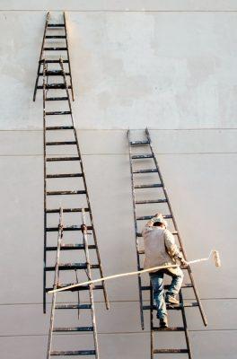 """Jeporeka por Enrique Gimenez-Velilla en Paraguay. """"Esta foto busca hacer homenaje a todos los trabajadores desconocidos que construyen y dan mantenimiento a las infraestructuras del tercer mundo. Jeporeka significa en guaraní hacer""""."""